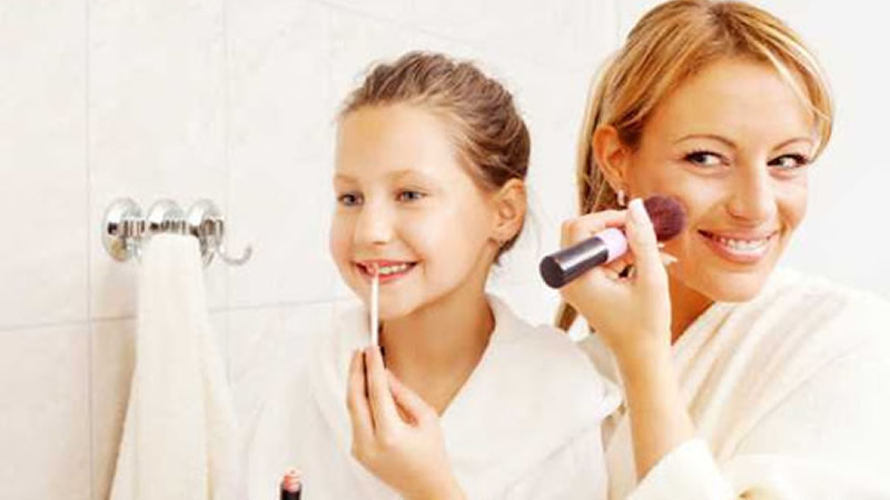 7 Makeup Tips for Your Daughter